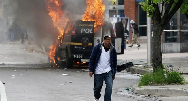 Mỹ tuyên bố tình trạng khẩn cấp vì 'bão' bạo động