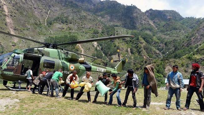 Thảm họa Nepal: Vẫn miệt mài phá băng tuyết tìm xác