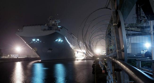 Pháp bị 'mắc kẹt' hai tàu khủng 'bán hụt' cho Nga