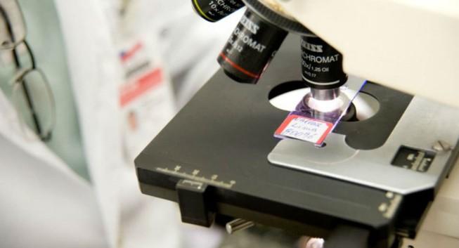 Giáo sư Mỹ tuyên bố đã tạo ra vắc-xin HIV