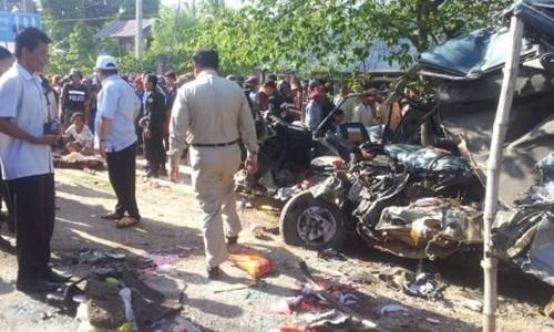 Xe du lịch tuyến TP.HCM-Phnom Penh va chạm xe tải: ít nhất 21 người chết