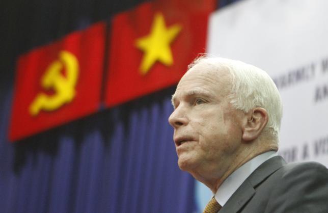 Án tù cho người đàn ông đe dọa hạ độc ông John McCain