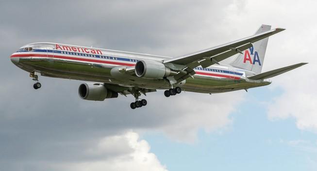 Để khách phải bò lên máy bay, hãng hàng không bồi thường 75.000 USD