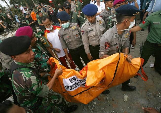 Thông tin mới nhất về vụ rơi máy bay Indonesia