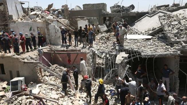 Máy bay vô ý để bom rơi xuống thủ đô, 8 người thiệt mạng