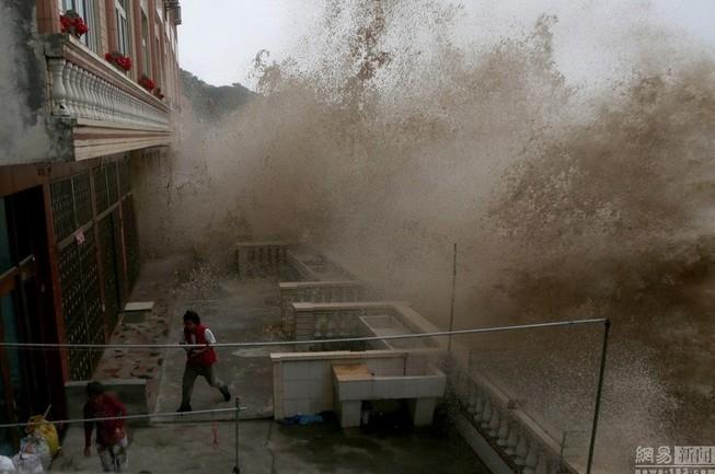 Siêu bão Chan-hom bắt đầu càn quét miền Đông Trung Quốc