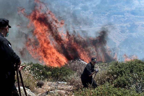 Cháy kinh hoàng ở Hy Lạp, du khách hoảng loạn