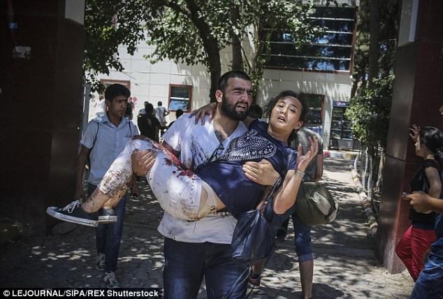 Video khoảnh khắc quả bom nổ tung giết chết ít nhất 30 người