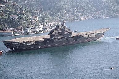 Tại sao Trung Quốc xây căn cứ tàu sân bay gần biển Đông?