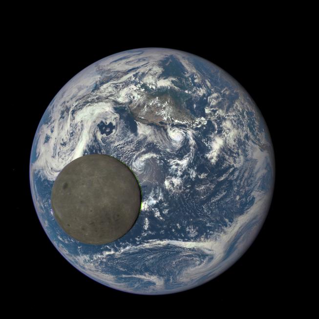 Hình ảnh gây sốc ghi lại mặt tối của mặt trăng