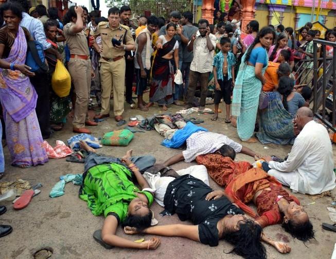 Giẫm đạp kinh hoàng, 11 người chết
