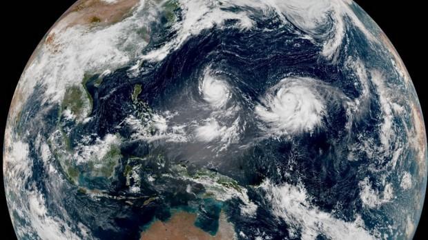 Hai siêu bão cùng lúc xuất hiện ở Thái Bình Dương