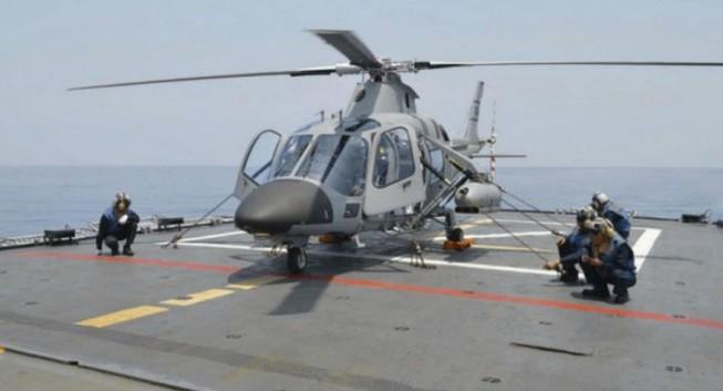 Philippines triển khai trực thăng vũ trang trên tàu khu trục