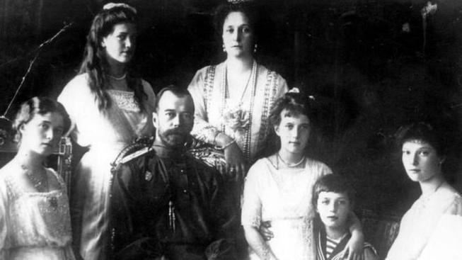 Nga khai quật hài cốt của Sa hoàng Nicholas II và vợ