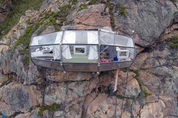 Bạn dám ngủ trong căn phòng được treo ở độ cao 4.000 m?