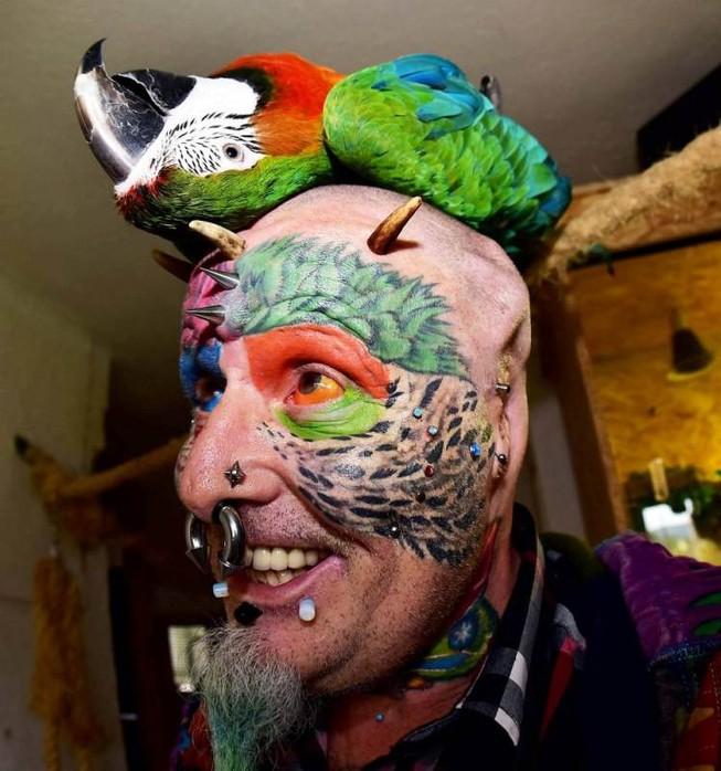 Quyết phẫu thuật thẩm mỹ để thành… 'người chim'
