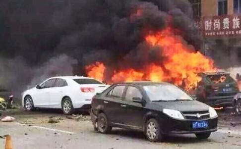 Nổ xe kinh hoàng tại Trung Quốc, ba người chết