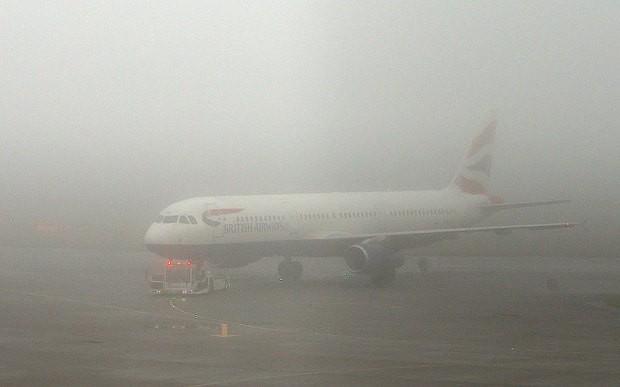 Sương mù 'bất thường' cản trở hàng loạt chuyến bay châu Âu