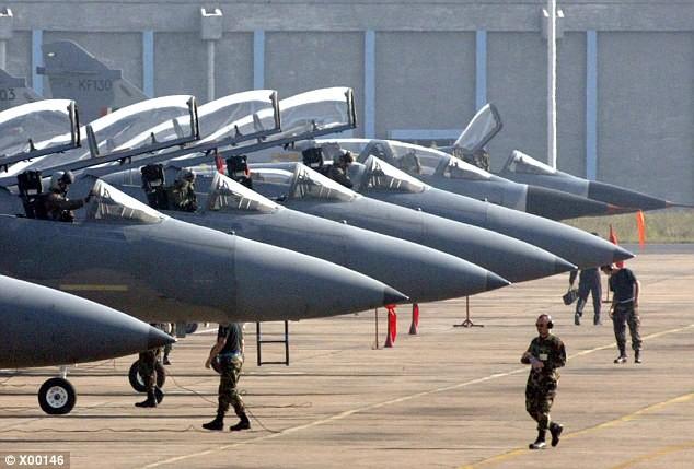 Mỹ dùng chiến đấu cơ F-15C để ngăn Nga 'gây hấn'
