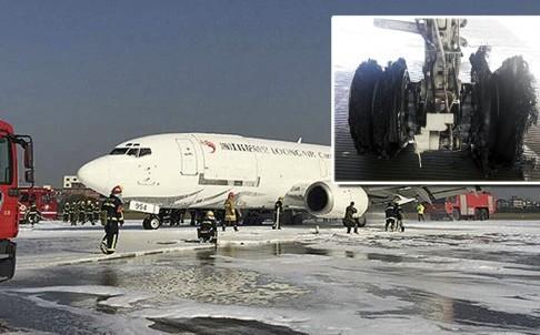Máy bay Trung Quốc hạ cánh khẩn cấp vì nổ lốp