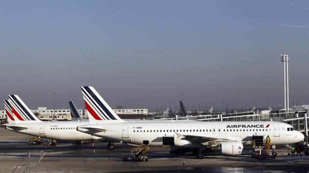 Máy bay Pháp chuyển hướng và hạ cánh khẩn cấp vì bị dọa đánh bom