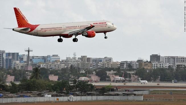 Nhân viên hàng không chết thảm vì bị hút vào động cơ máy bay