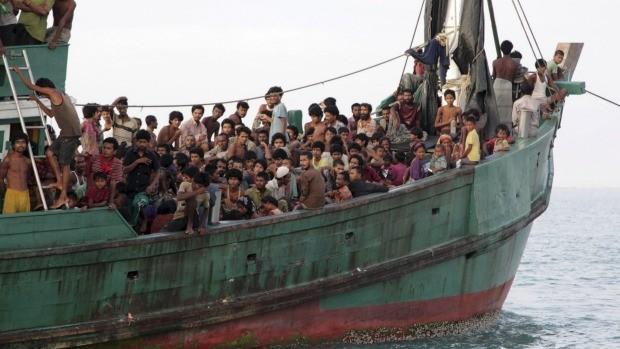 Chuyến phà Indonesia chở hơn 100 người bất ngờ gặp nạn