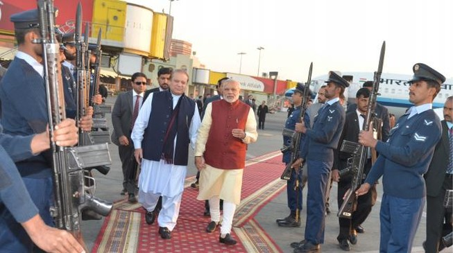 Thủ tướng Ấn Độ bất ngờ có chuyến thăm lịch sử với cựu thù Pakistan
