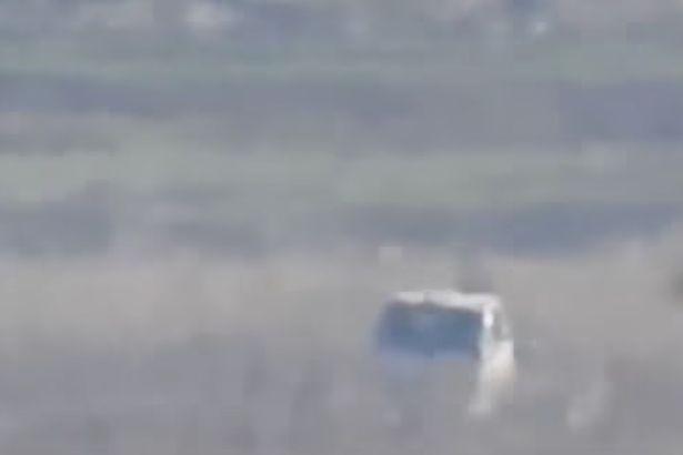 Xe tải chở súng máy hạng nặng của IS bị 'nghiền thành bột'