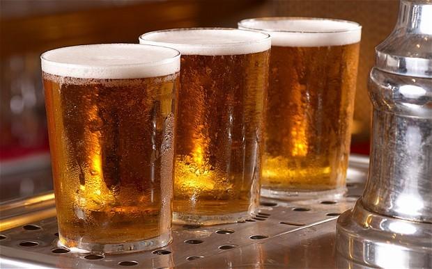 Đón năm mới: 'chỉ nên uống dưới nửa lít bia mỗi ngày'