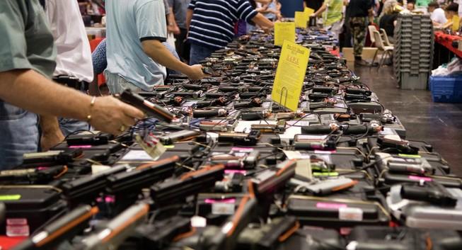 Obama siết luật, người Mỹ kéo nhau mua súng