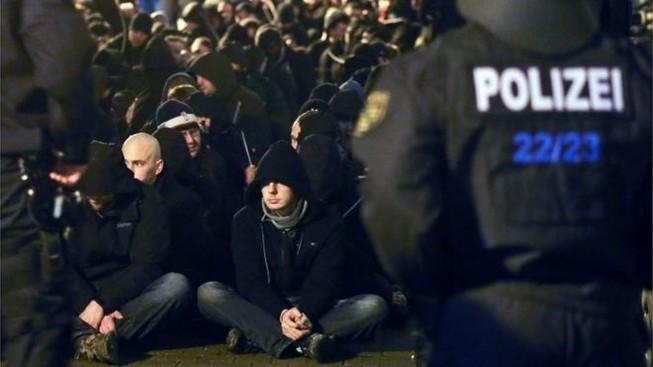 Nước Đức vẫn hỗn loạn sau vụ tấn công tình dục đêm giao thừa