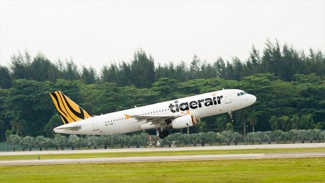 Máy bay hạ cánh khẩn vì hành khách chết trên khoang