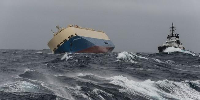 'Tàu ma' chở đầy dầu sắp lao thẳng vào bờ biển Pháp