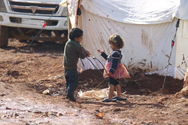 Bộn bề chiến trường Syria, hàng chục ngàn người dân lâm nạn