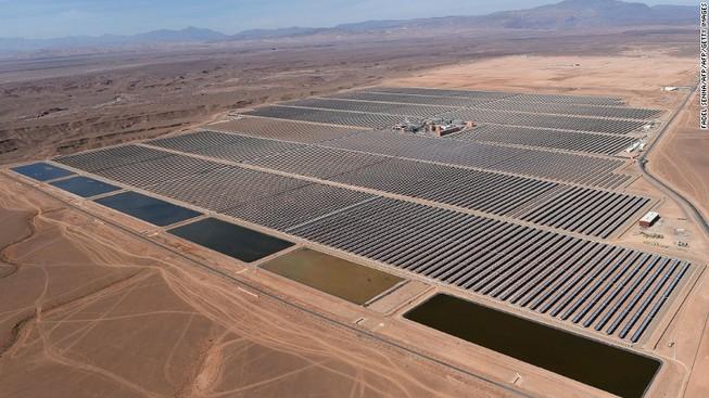 Khởi động nhà máy năng lượng mặt trời lớn nhất thế giới