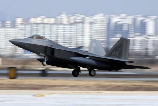 'Chim ăn thịt' của Mỹ bay qua bầu trời Hàn Quốc