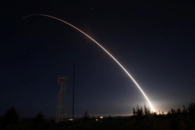 Mỹ thử nghiệm tên lửa mới khẳng định sức mạnh trước Nga, Triều Tiên
