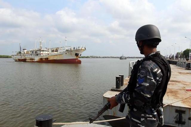 Indonesia bắt tàu cá Trung Quốc bị Interpol truy nã