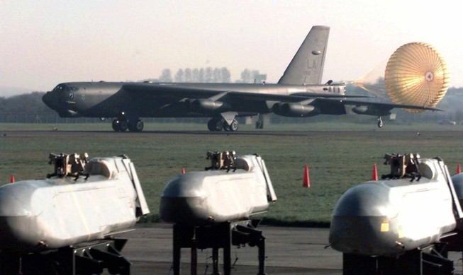 B52 Mỹ bất ngờ rơi, 7 người vẫn an toàn
