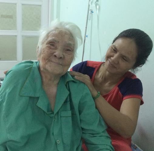 Thay khớp háng cho cụ bà sống hai thế kỷ
