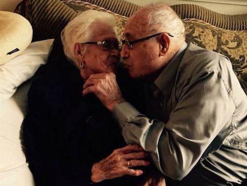 Đôi vợ chồng hơn 100 tuổi tiết lộ bí quyết hạnh phúc