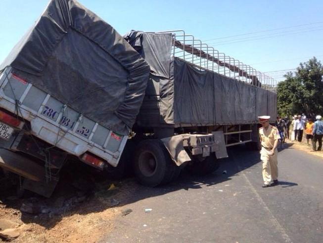 Xe tải đấu đầu, tài xế tử vong tại chỗ