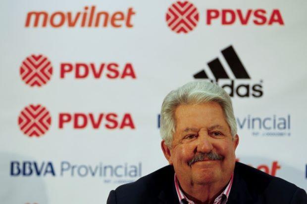 Quan tham FIFA đầu tiên được thả khi nộp lại tài sản