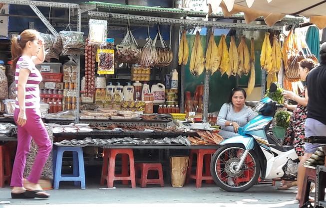Chợ nước ngoài ở Sài Gòn - kỳ 1: Chợ Campuchia thứ gì cũng có