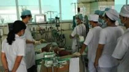 Trẻ sốt cao trên 2 ngày nên đưa vào bệnh viện