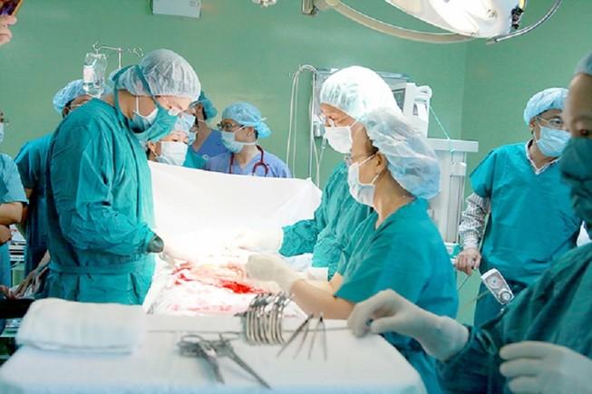 Bác sĩ 3 BV phối hợp cứu sống sản phụ nguy kịch
