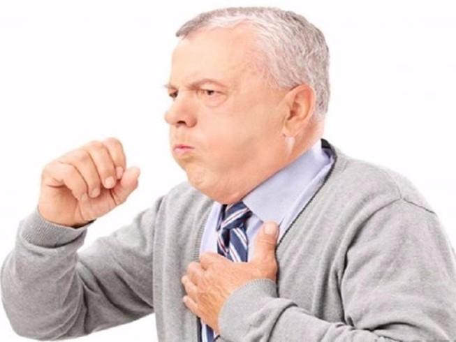 Nhiều người cao tuổi nhập viện vì viêm phổi
