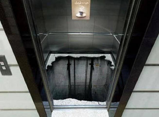 Rơi thang máy ở độ cao 15m, nam thanh niên nguy kịch - Ảnh 1.