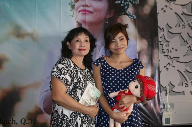 Ban văn trẻ chúc mừng nhà văn Tiểu Quyên